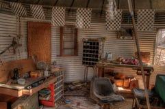 Une vieux ferme et équipement négligés de la moitié du 20ème siècle dedans Photo stock