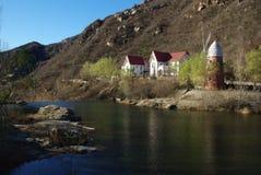 Une villa près du lac Photos libres de droits