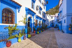Une ville magique de conte de fées de couleur merveilleuse image stock