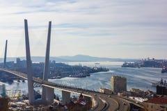 Une ville moderne par la mer Image libre de droits