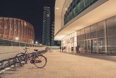 Une ville moderne par nuit Images stock