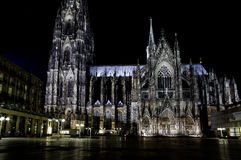 Une vision nocturne de cathédrale de Cologne Photo stock