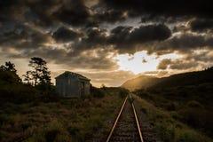 Une voie de garage au coucher du soleil Images stock
