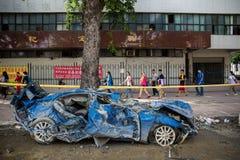 Une voiture détruite après explosion de gaz Image stock