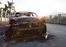 une voiture de burn-out images stock