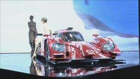 Une voiture de course Mazda SKYACTIV-D banque de vidéos