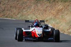 Une voiture de course posée au dessus Photographie stock libre de droits