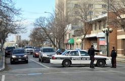 Une voiture de police bloque la rue Photo stock