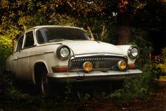 Une voiture rustique de vieux vintage images libres de droits