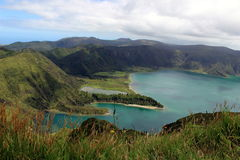 Une vue à couper le souffle de lac du feu et de x28 ; Lagoa font Fogo& x29 ; sur l'île de San Miguel Images stock