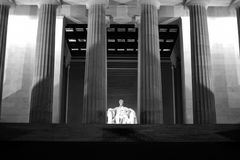 Une vue étroite de nuit de Lincoln Memorial Photo stock