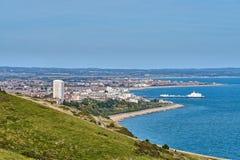 Une vue aérienne de la ville d'Eastbourne sur la côte sud anglaise photo libre de droits