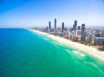 Une vue aérienne du paradis de surfers un temps clair Photos libres de droits