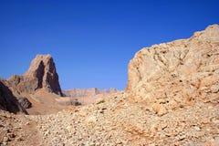 une vue au ciel et à la montagne Photos stock