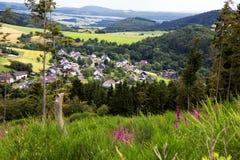 Une vue au-dessus d'un beau champ en Allemagne images stock