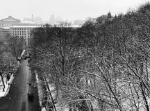 Une vue au-dessus de la capitale ukrainienne du pont célèbre du ` s d'amant Kyiv ou à Kiev, Ukraine i Photographie stock libre de droits