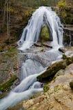 Une vue d'automne d'hurler la cascade courue située dans Eagle Rock dans le comté de Botetourt, la Virginie - 2 Images libres de droits