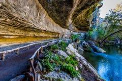 Une vue de beau Hamilton Pool, le Texas, en automne Images stock