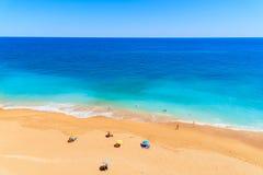Une vue de belle plage arénacée de Benagil Photos libres de droits