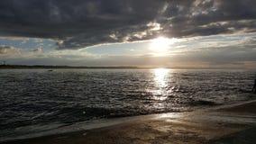 Une vue de bord de la mer pendant un jour nuageux en Pologne Images stock