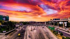 Une vue de coucher du soleil d'un pont images stock
