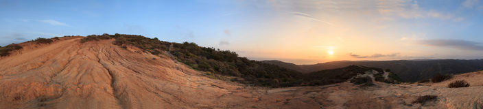 Une vue de 360 degrés des montagnes à partir du dessus du monde Photographie stock