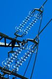Une vue de grenouille de ligne électrique Photos stock