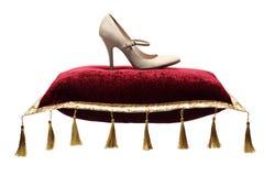 Une vue de la chaussure d'un femme sur un oreiller Image stock