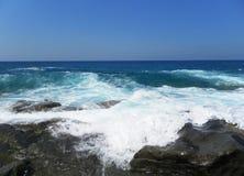 Une vue de la mer du rivage Plage Image stock