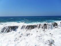 Une vue de la mer du rivage Plage Images libres de droits