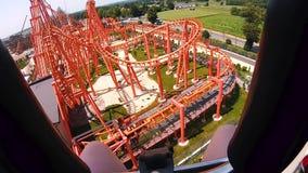 Une vue de la première personne, sur une colline extrême, une vue d'un parc d'attractions Taille incroyable crainte Glissière dan clips vidéos