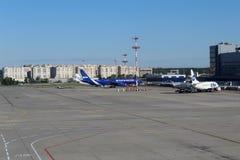 Une vue de la salle d'attente sur l'aérodrome à l'aéroport international Moscou de Vnukovo - juillet 2017 Photo stock