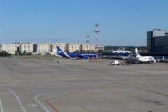 Une vue de la salle d'attente sur l'aérodrome à l'aéroport international Moscou de Vnukovo - juillet 2017 Image stock
