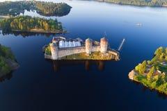 Une vue de la taille du tir de forteresse d'Olavinlinna d'un quadrocopter Savonlinna, Finlande images libres de droits