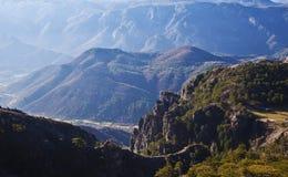 Une vue de la vall?e et des montagnes dans la vall?e photographie stock