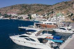 Une vue de la ville sur la Mer Noire en Ukraine avec un bon nombre de yachts Photo stock