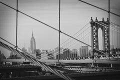 Une vue de Manhattan de passerelle de Brooklyn photo libre de droits