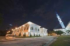 Une vue de nuit à la mosquée bleue, Shah Alam, Malaisie photographie stock libre de droits
