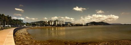 Une vue de panorama des cairns photographie stock libre de droits