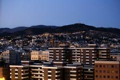 Une vue de paysage urbain de Grenade le soir après coucher du soleil image libre de droits
