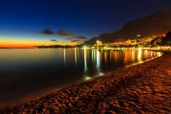Une vue de plage de Makarska, au crépuscule, la Dalmatie, Croatie, l'Europe photos libres de droits