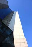 Une vue de point de vue d'immeuble de bureaux Images libres de droits
