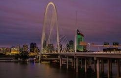 Une vue de soirée de la ville Photo libre de droits