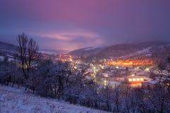 Une vue de soirée du village Photo stock