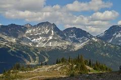 Une vue des pentes de ski de montagne de Whistler Image libre de droits