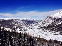 Une vue du haut d'une montagne près d'Avon le Colorado images libres de droits