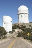 Une vue du Mayall 4m télescope et de Steward Observatory Images libres de droits