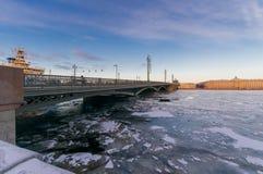 Une vue du pont d'annonce Photographie stock libre de droits