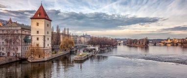 Une vue en bas du Vltava Photographie stock libre de droits