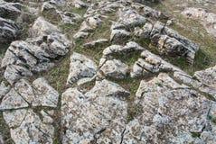 Une vue en gros plan de grandes pierres au champ Photo libre de droits